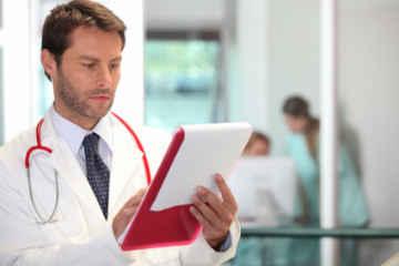 Doctor_reading_Letter